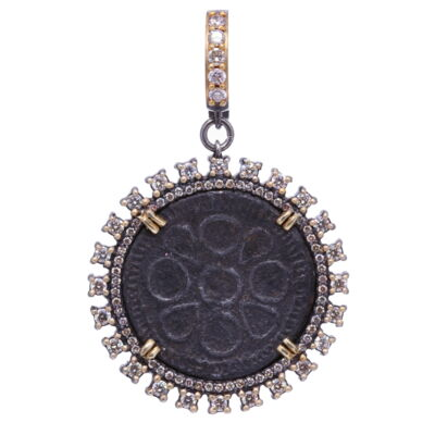 This gorgeous solstice necklace is constructed of sterling silver with diamond! Diamonds 0.90cts
