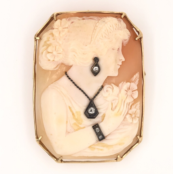 """14K Yellow Gold Fine Quality Shell Cameo with .15tcw Diamonds 16.8g, 2"""" tall"""