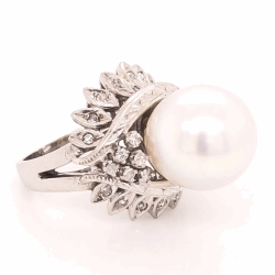 Closeup photo of 14K White Gold Bombay 10mm Pearl & .25tcw Diamond Ring 9.4g, s4.75