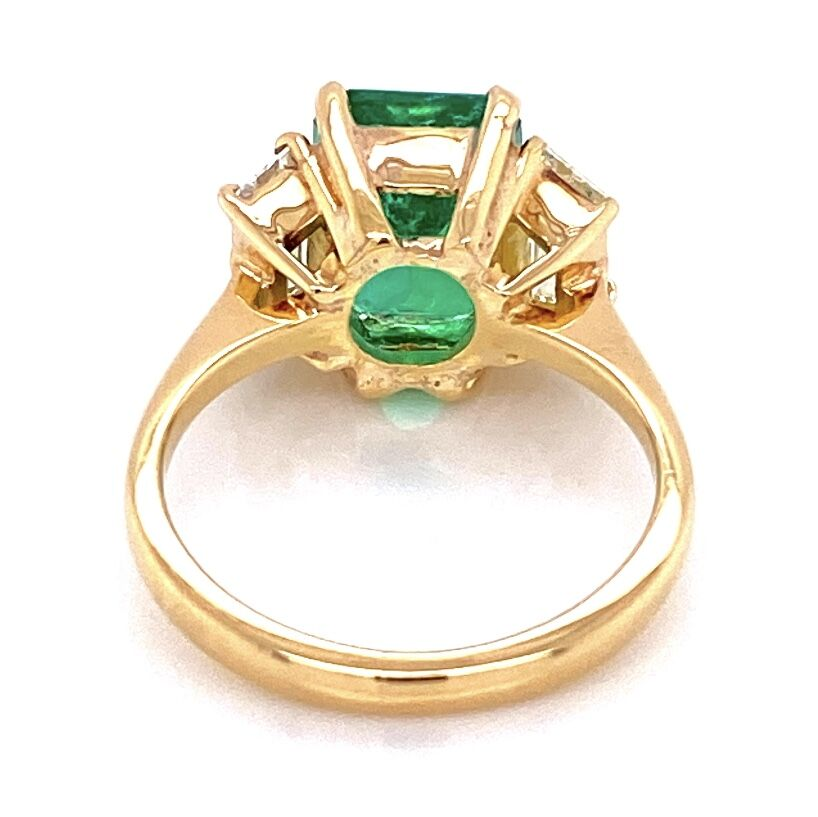 Image 2 for 18K Yellow Gold 3.00ct Vivid Green Emerald & 2 Trapezoid Diamond are 1.25tcw Ring 5.4g, s6