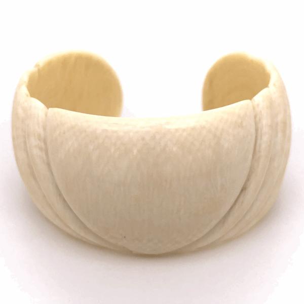 """Closeup photo of Natural Bone Cuff 1-1/8"""" Wide Size s6, 26.5g"""