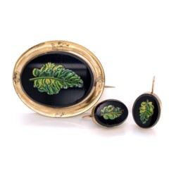 Closeup photo of 9K Victorian Micro Mosaic Set Brooch & Earrings Leaf Design in Onyx 18.8g
