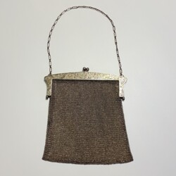 Closeup photo of 925 Sterling Mesh Purse with Engraving 262.8g, c1900