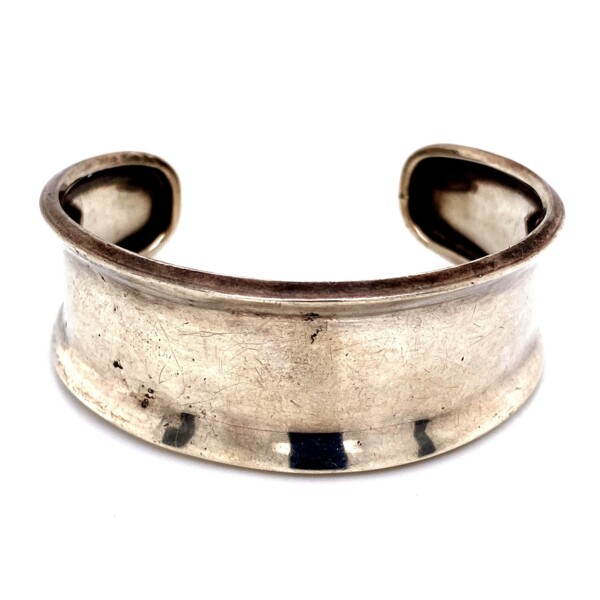 Closeup photo of 925 Sterling Polished Cuff with Lip 25.8g