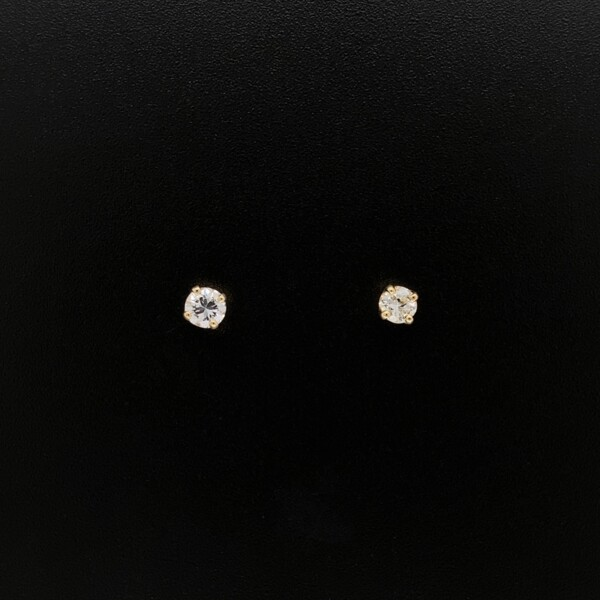 Closeup photo of 14K YG .25tcw Round Brilliant Diamond Stud Earrings
