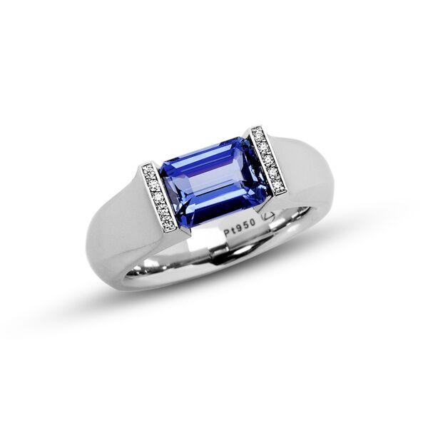 Closeup photo of 2.33 ct. Blue Sapphire set in Softened Hard Omega