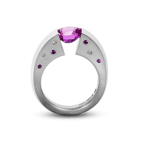 Closeup photo of 2.16 ct. Pink Sapphire set in Blade Ring
