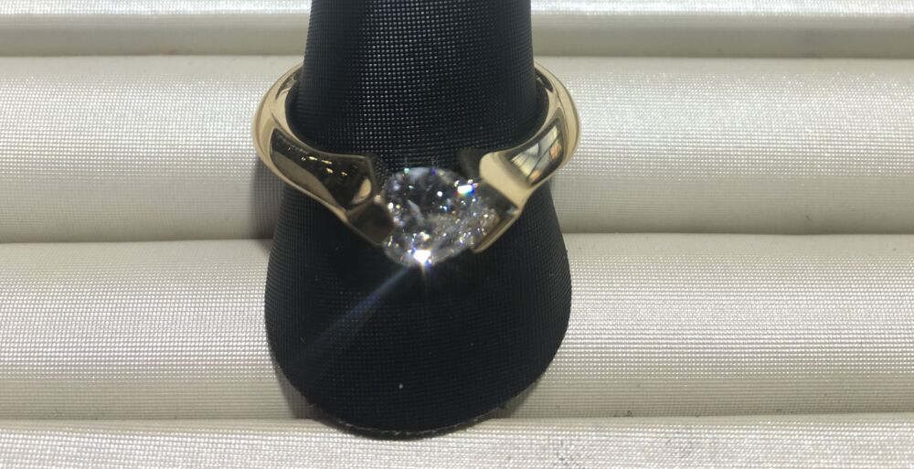 HS Ring 18KY 7.7G 0.88 Ct J SI1