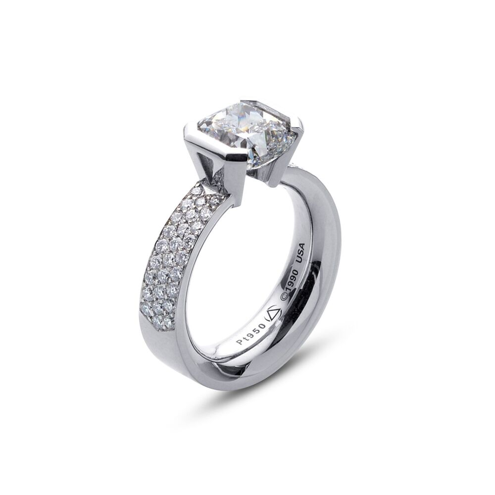 Flat Elara Ring in Platinum with Pave Size 3.75