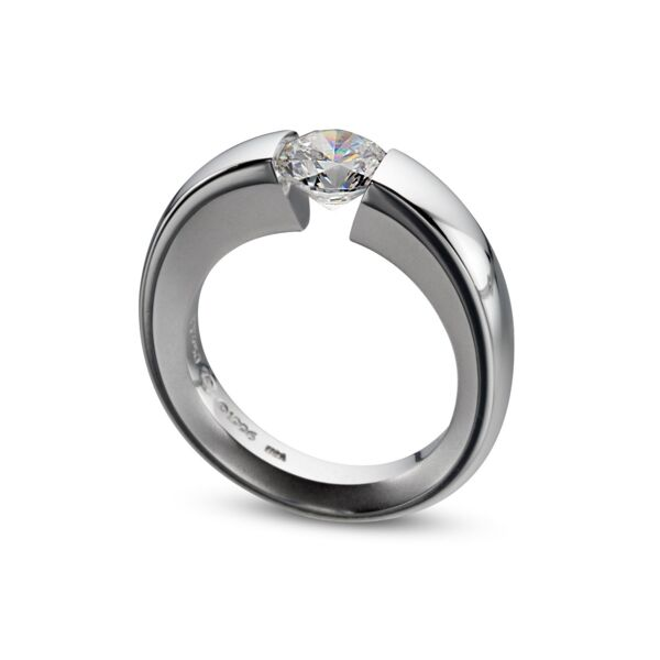 Closeup photo of WUSH Ring in Platinum Size 6.25