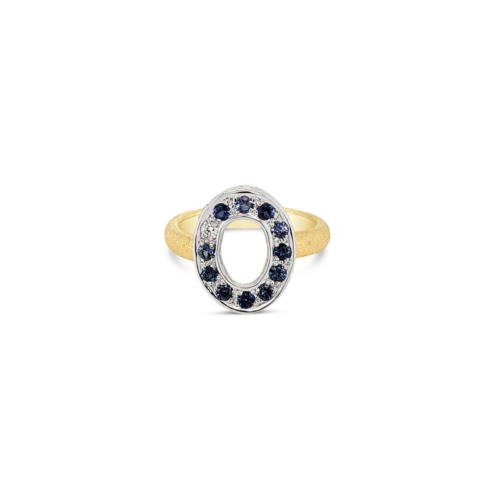 OVAL SAPPHIRE LINK RING
