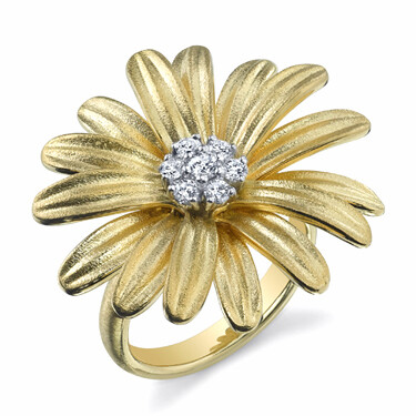Closeup photo of Daisy Ring With Diamond Center