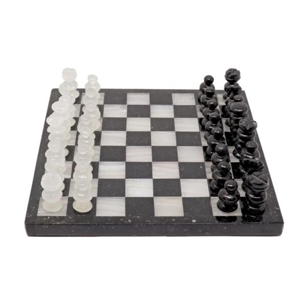 Closeup photo of Onyx Chess Set Black/ White