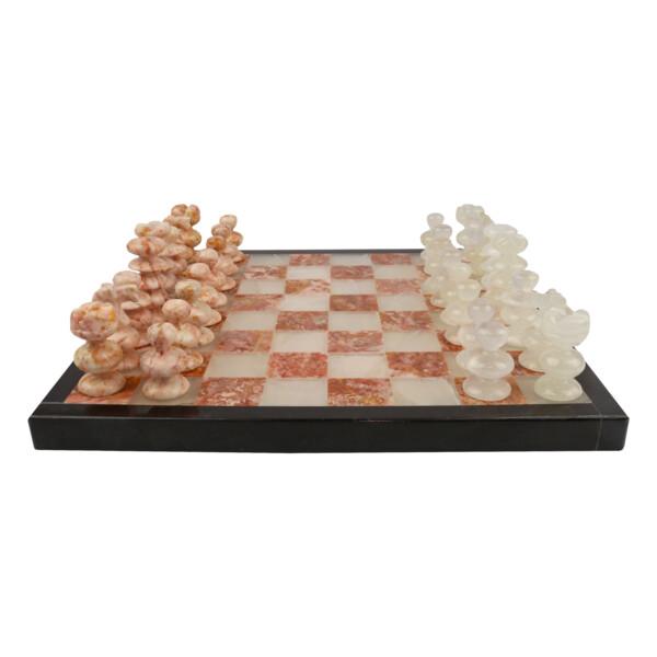 Closeup photo of Onyx Chess Set Pink / White