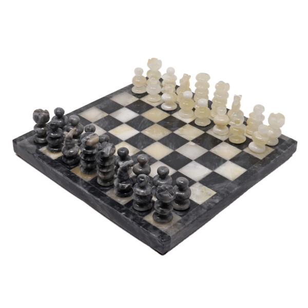 Closeup photo of Onyx Chess Set White / Gray