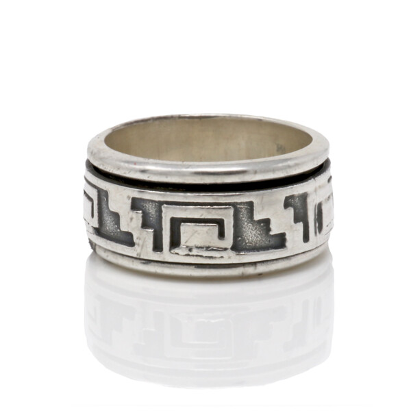 Closeup photo of Silver Ring Size 9 Native Design Spinner
