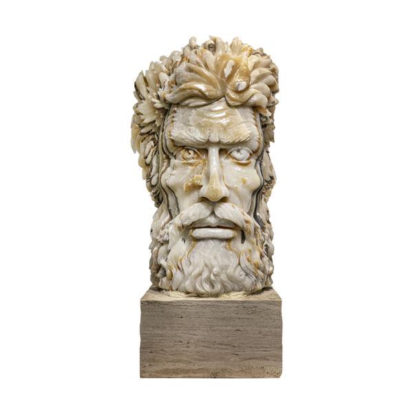 Closeup photo of Nacar Onyx Zeus Carving
