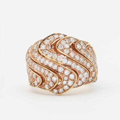 This LaNae ring is fashionable and chic. The ring is made of 18K rose gold and features 8 swirls with a 1.75CT white diamond pave swirl pattern.