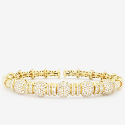 1.95 ct diamond cuff set in 18k yellow gold