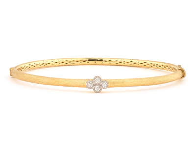 The brushed provence bangle with one diamond quad features round diamonds bezel set in one 18k gold diamond quad on an 18k yellow gold bangle with the signature brushed jfj finish.