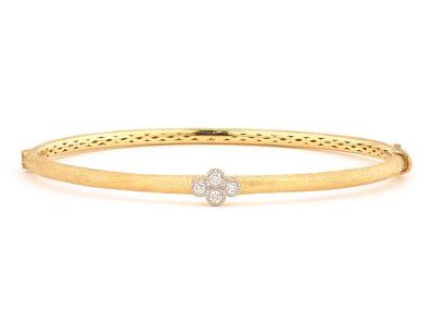 The brushed provence bangle with one diamond quad features round diamonds bezel set in one 18k gold diamond quad on an 18k yellow gold bangle with the signature brushed jfj finish.