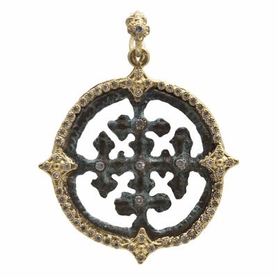 Sueno YG round cut-out artifact enhancer with white diamonds.