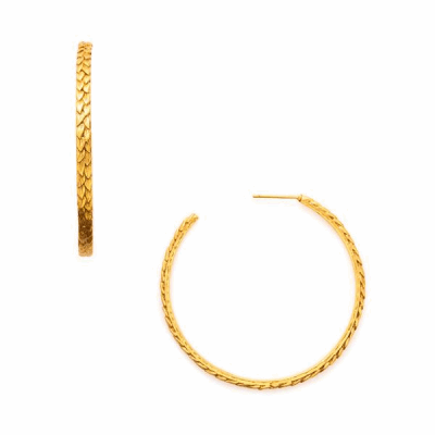 Our Penelope Hoop Earrings are available in three different sizes to ensure you get the classy look you desire. These earring are made from plated gold.