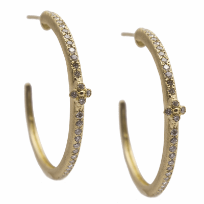 Sueno YG 25mm single-row crivelli hoop earring with white diamonds.