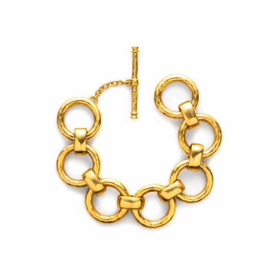 Hammered circles and finely wrought ovals come together in this boldly contrasting gold chain link bracelet. Shop this must-have: