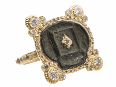 Collection: Sueno Style #: 13716 Description: Sueno 18k yellow gold 4-point artifact ring with white diamonds. Diamond weight - 0.86 ct.Metal: 18k Yellow Gold