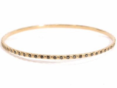 Collection: Old World Style #: 15140 Description: Sueno 18k yellow gold eternity black sapphire bangle bracelet w/ 1.7mm black sapphires.Metal: 18k Yellow Gold