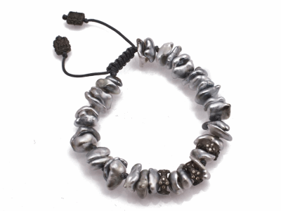 Collection: Old World Style #: 12600 Description: Old World Midnight all-black Keshi Pearl beaded bracelet with champagne diamonds.