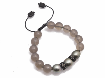 Collection: Old World Style #: 11901 Description: New World Midnight all-black Grey Agate and South Sea Tahitian Pearl beaded bracelet with champagne diamonds. Diamond Weight 0.13ct