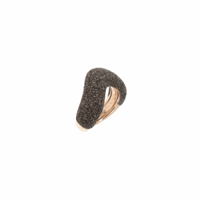 Small Arrowhead Polvere Di Sogni Ring. Sterling Silver with an 18K Rose Gold Vermeil. Self sizing ring, prongs inside.