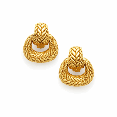 These doorknocker style clip-on earrings are sumptuously textured and oversized in the Monterey gilded weave, and finished with 24k gold plating. Shop now: