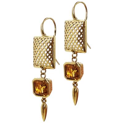 6e8e9e3bb6a9 Cuadrado de corona de oro amarillo de 14 quilates de 14 quilates en  pendiente de gancho