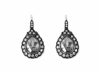 18k pear shaped icy diamond tops. DIA: 1.33