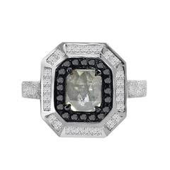 Icy diamond with black and white diamond ring in 18k. DIA: 1.65