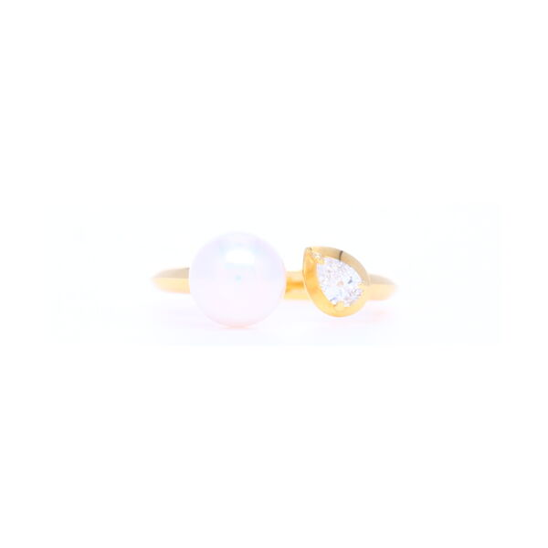 Closeup photo of 7.5mm Diamond and Pearl Split Front Ring in 18k Yellow gold