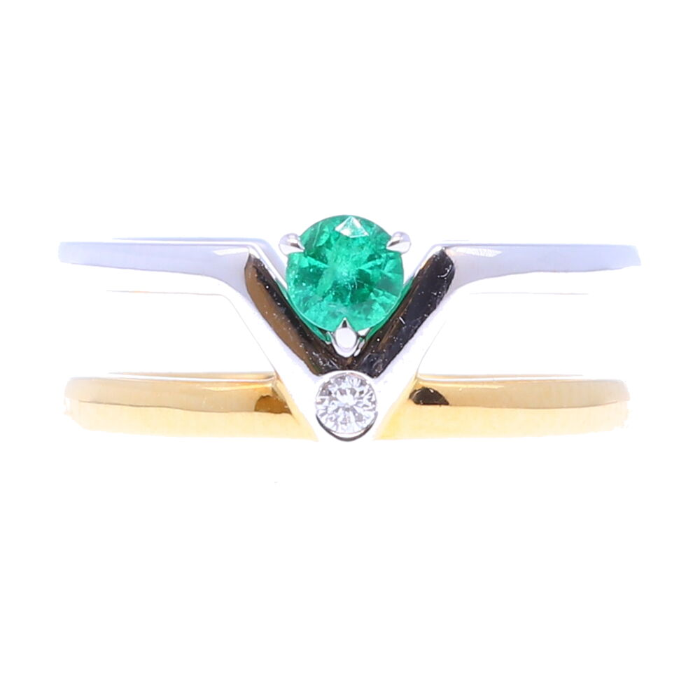 Emerald double band v ring