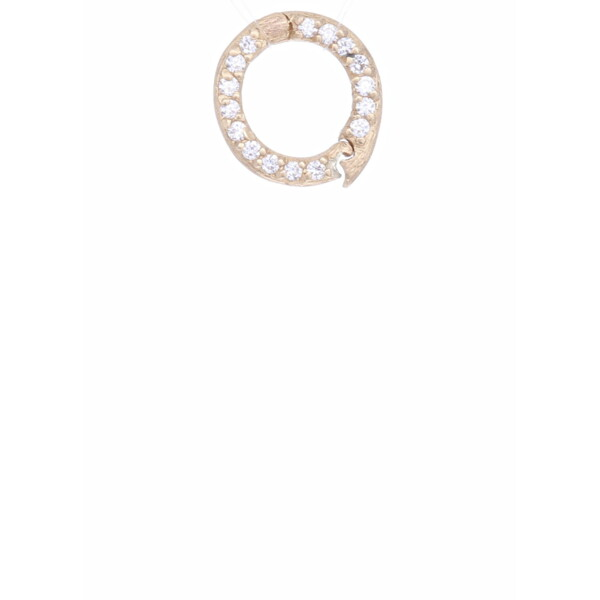 Closeup photo of 18k Small Diamond Bale