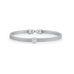 Closeup photo of Classique Single Station Bangle