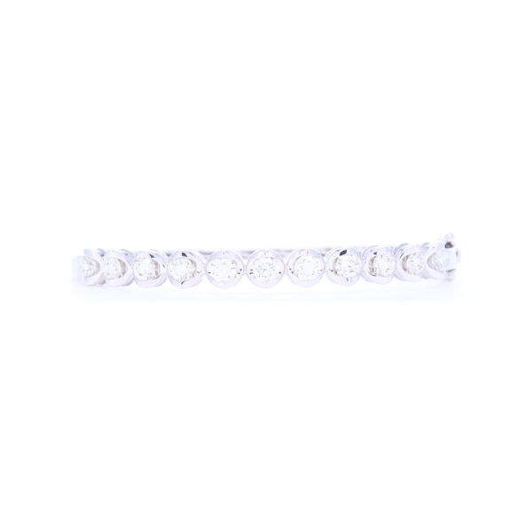Closeup photo of 18k White Gold Prong Set Brilliant Cut Diamond Bangle