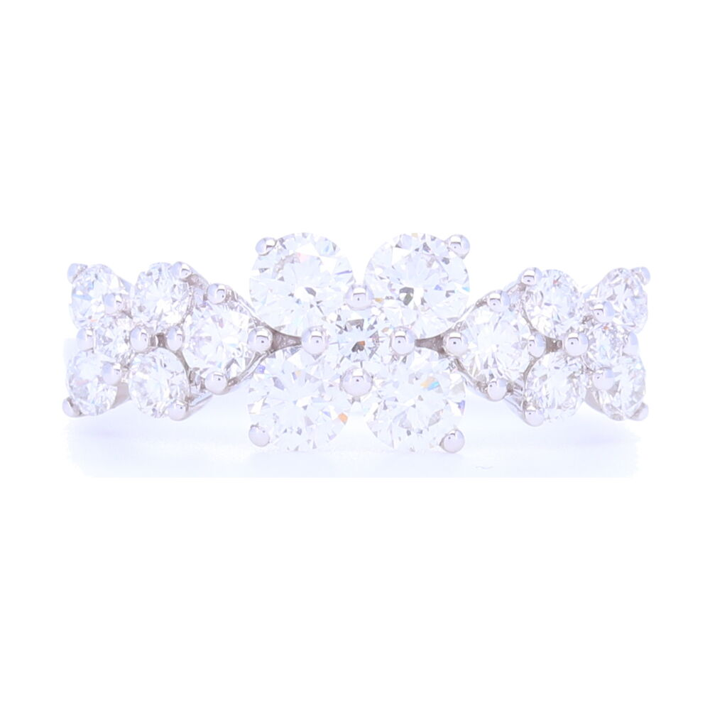 18k White Gold 3 Flower Pattern Diamond Ring