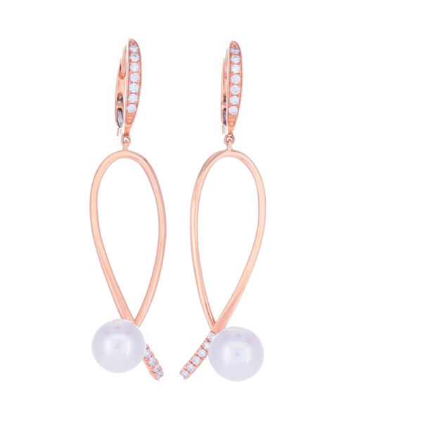 Closeup photo of 18k Rose Gold Diamond Pearl Earring